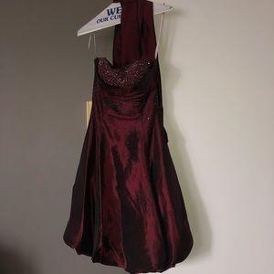 Wine red sweetheart neckline dress